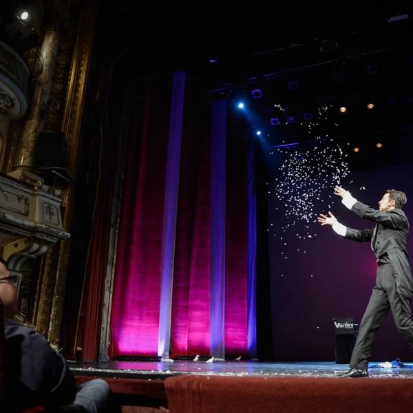 Magie de scenă cu Verdini