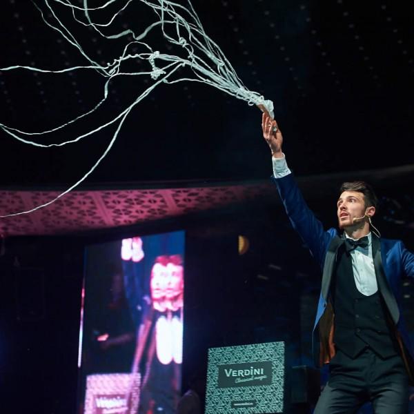 Magicianul Verdini la petrecere corporate
